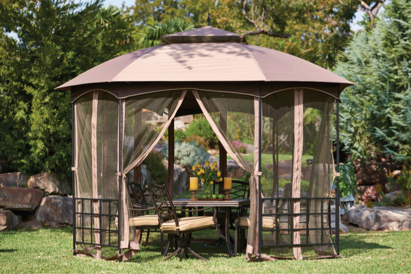 Screened gazebo privacy for outdoor dining