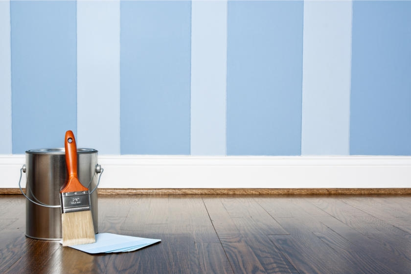 Applying wall stripes as decorative painting technique