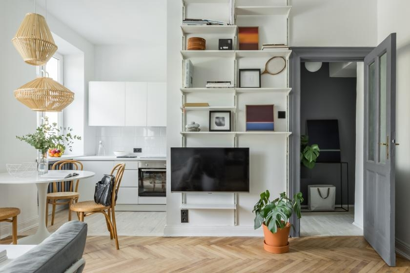 Small living room with adjustable shelves