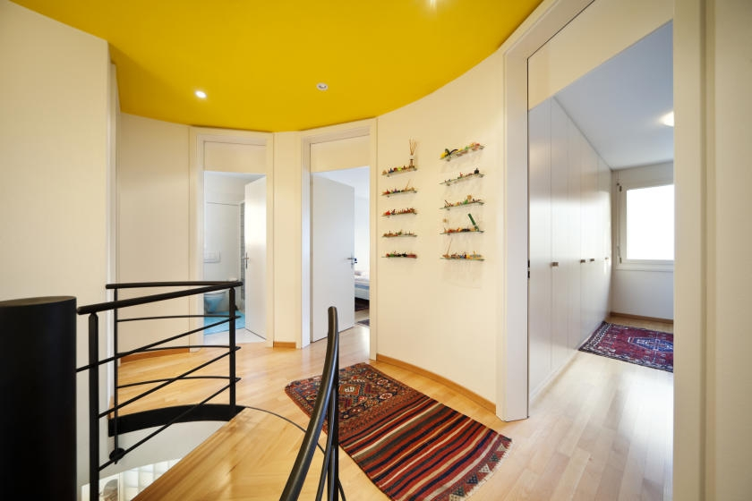 Hallway with white walls and contrasting yellow ceiling