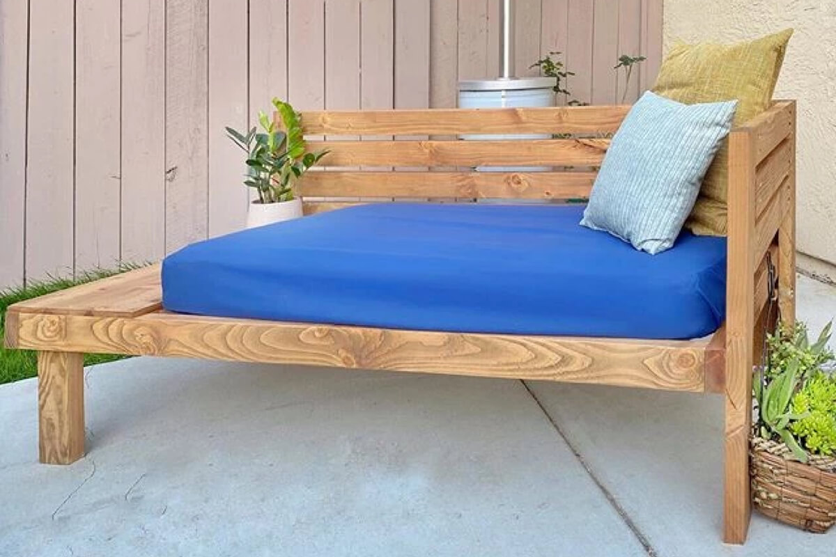 Outdoor Daybed with Side Table